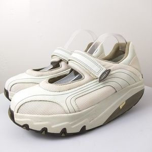 MBT walking toner shoes Swiss size 6.5
